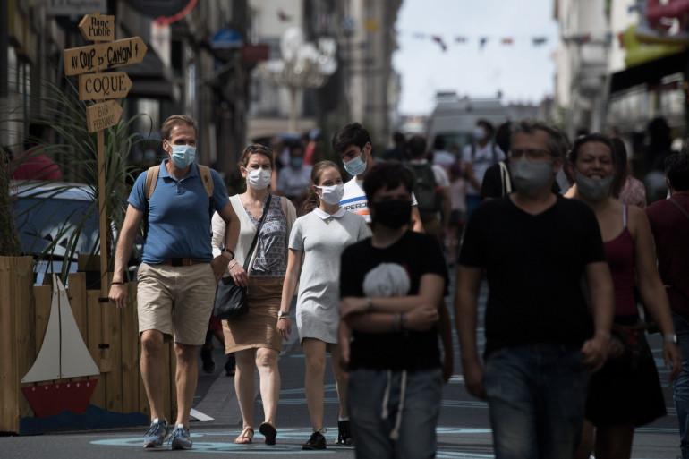 Des personnes portant le masque (illustration).