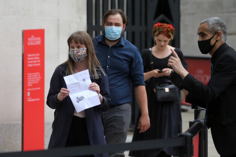 Des riverains portant un masque à Londres (illustration)