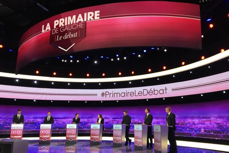 Le plateau du premier débat de la primaire de la gauche organisé le 12 janvier 2017 par RTL, TF1 et L'OBS
