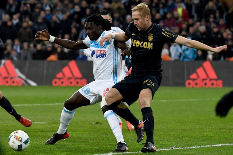 Bafetimbi Gomis et Kamil Glik au duel lors de Marseille-Monaco le dimanche 15 janvier 2017