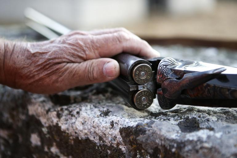 Un fusil de chasse rempli de munitions (illustration).