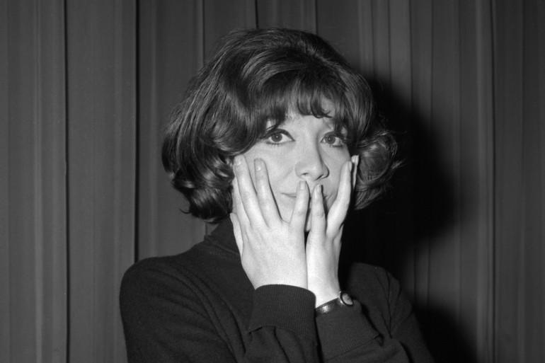 La chanteuse française Juliette Gréco pose lors des répétitions, le 09 septembre 1964, à Bobino.