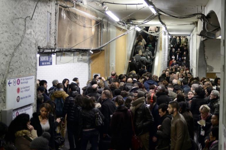 Les usagers parisiens du RER A à la station Châtelet-Les Halles, le 29 janvier 2015.