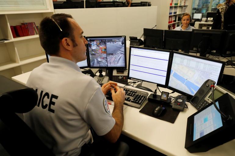 Un policier en service à Paris (illustration)