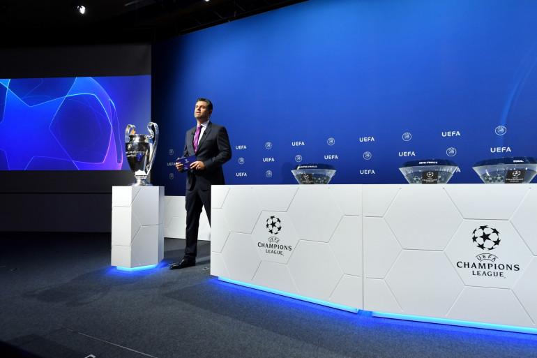 Pedro Pinto présente le tirage de la Ligue des champions le 10 juillet 2020 à Nyon