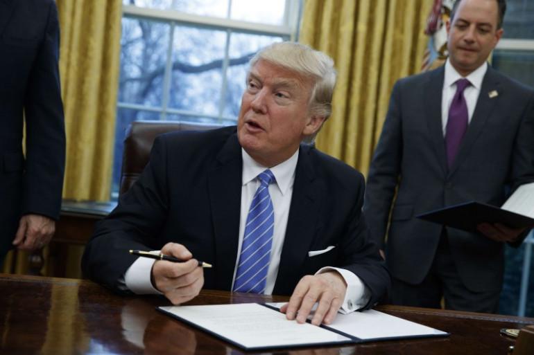 Donald Trump dans le Bureau Ovale, le 23 janvier 2017