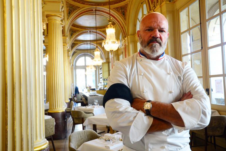 Le chef Philippe Etchebest appelle les restaurateurs à manifester pacifiquement ce vendredi 2 octobre, en portant un brassard noir.
