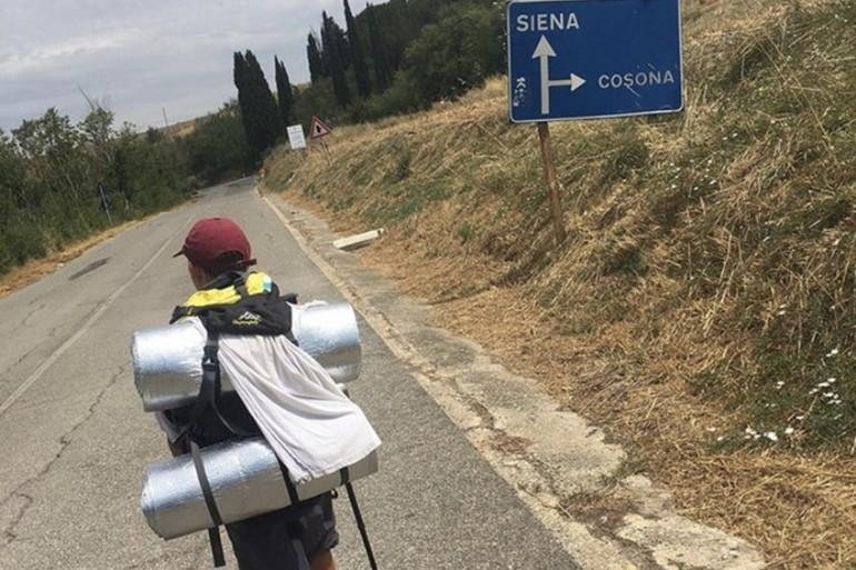 Romeo Cox, 11 ans, a parcouru près de 2.800 km pour rejoindre sa grand-mère à Londres.