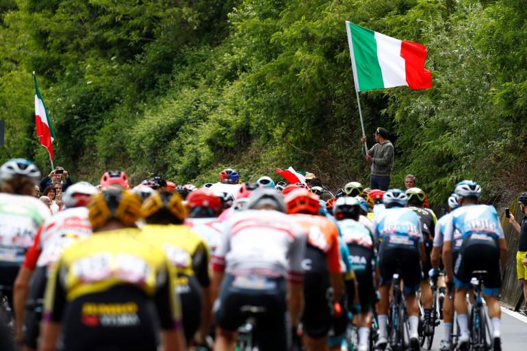 Le peloton du Tour d'Italie le 26 mai 2019