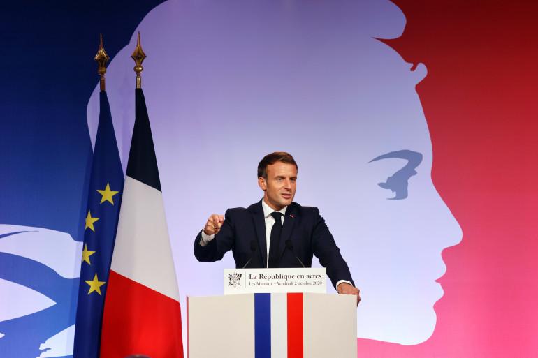 Emmanuel Macron le 2 octobre aux Mureaux (Yvelines) présente le projet de loi contre les séparatismes