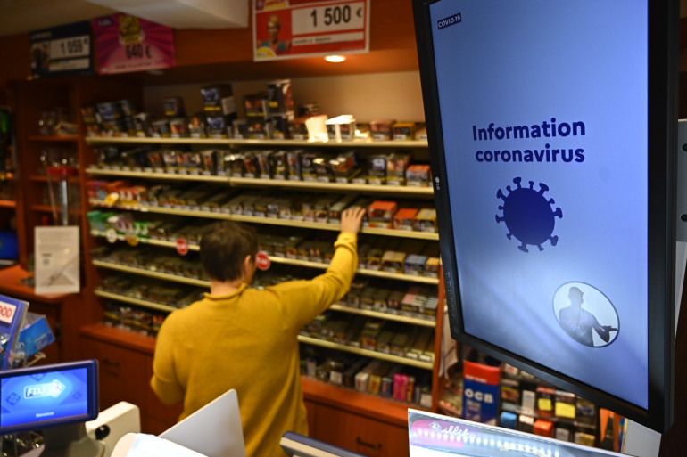 Pendant le confinement, les ventes transfrontalières de cigarettes ont chuté, et les Français fumeurs se sont fournis dans leur bureau de tabac de proximité.