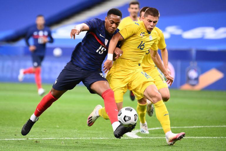 Anthony Martial face à Vitaliy Mykolenko le 7 octobre au Stade de France