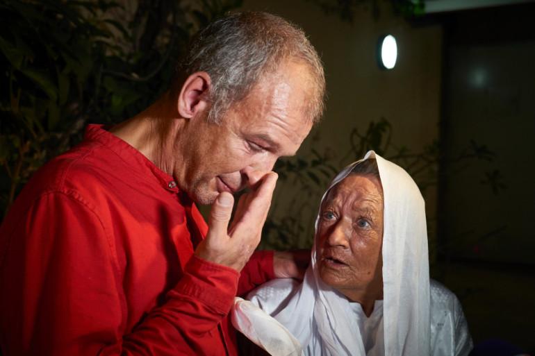 Sophie Pétroninet son fils Sébastien lors d'une conférence de presse à Bamako après sa libération.
