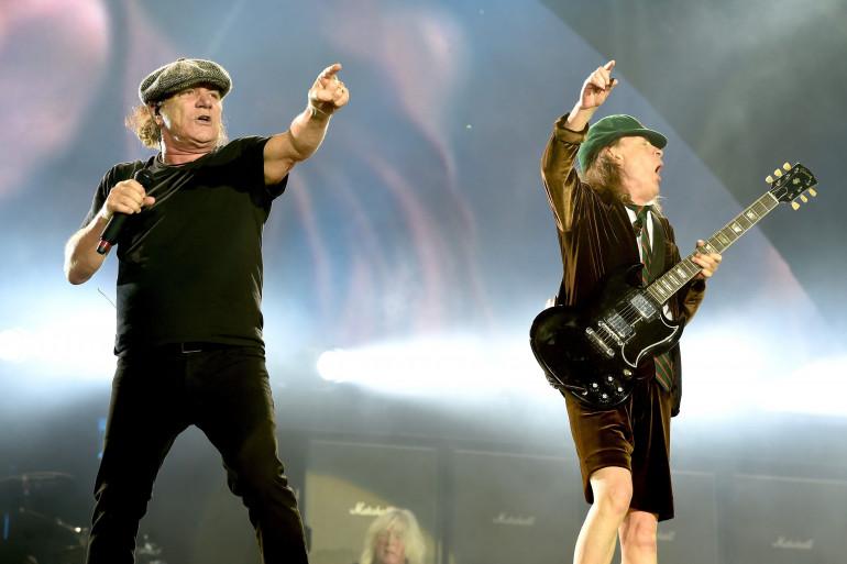 Brian Johnson et Angus Young d'AC/DC en concert en 2015