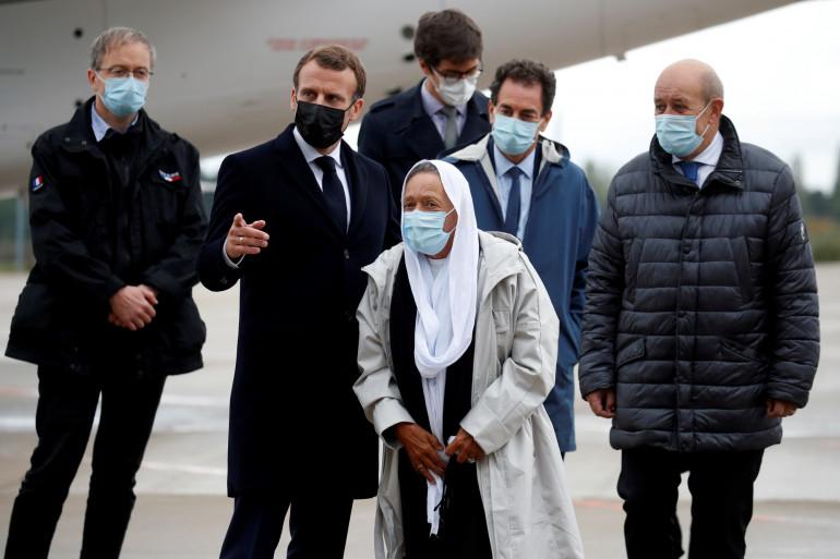L'humanitaire Sophie Pétronin accueillie le vendredi 9 octobre par Emmanuel Macron, à Villiacoublay