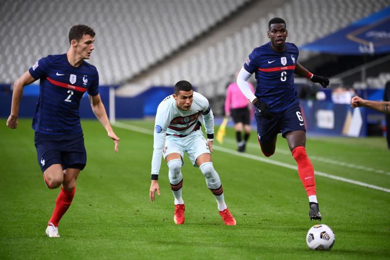 Cristiano Ronaldo entre Benjamin Pavard et Paul Pogba le 11 octobre 2020 à Saint-Denis
