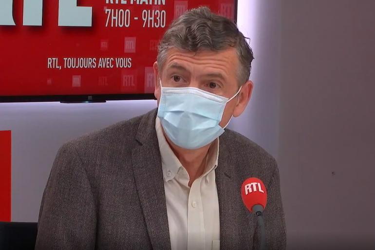 """""""C'est l'immunité, vaccinale ou naturelle, qui nous permettra de sortir de cette épidémie"""", estime le Pr Éric Caumes"""