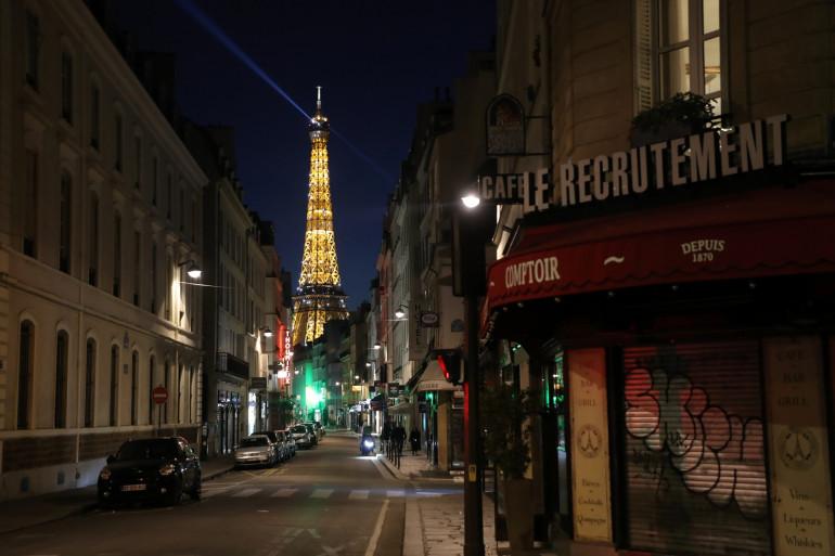 Une rue de Paris vide (illustration)