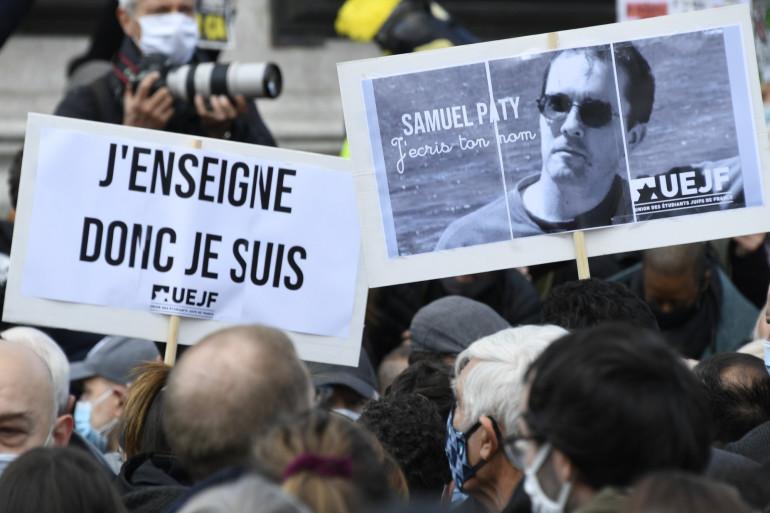 Les professeurs se sont réunis à Paris en hommage à Samuel Paty