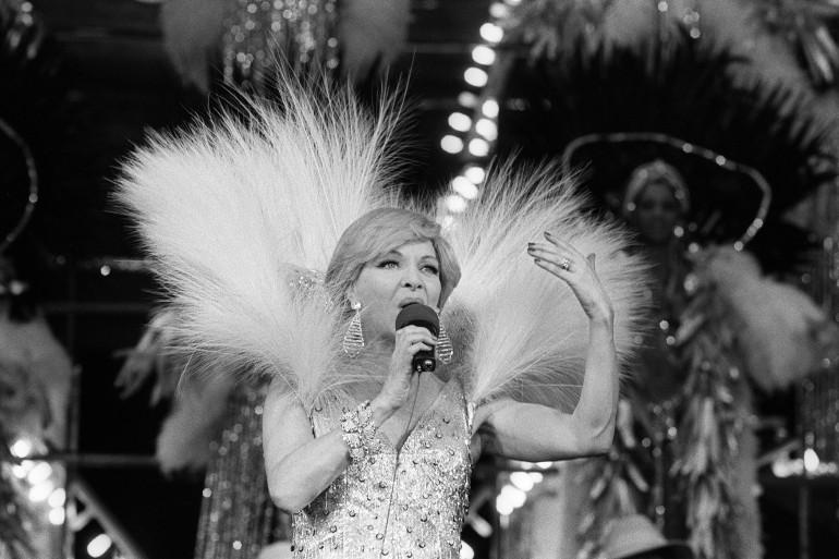 Line Renaud en 1976 sur la scène du Casino de Paris pour les 80 ans de la salle du music-hall