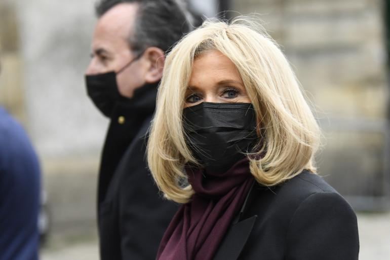 Brigitte Macron, masquée, pendant l'épidémie de coronavirus