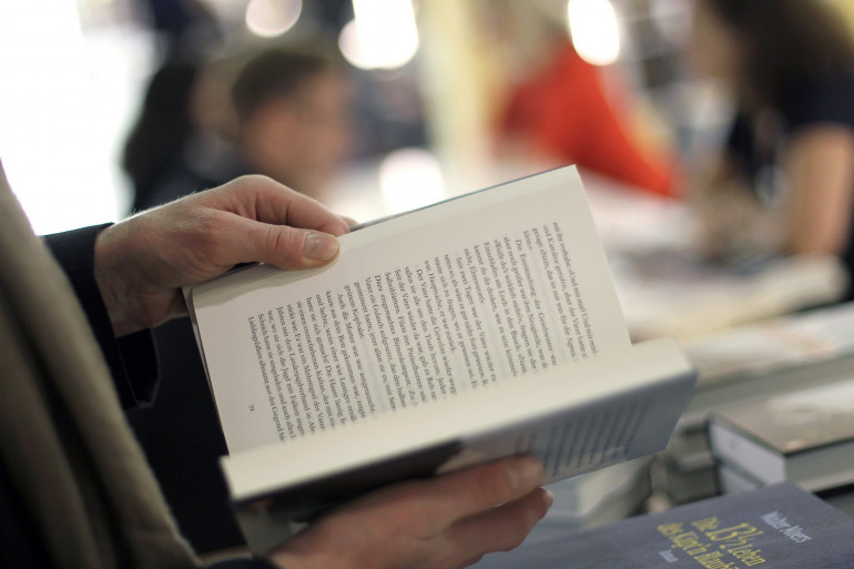 Un client dans une librairie (illustration)