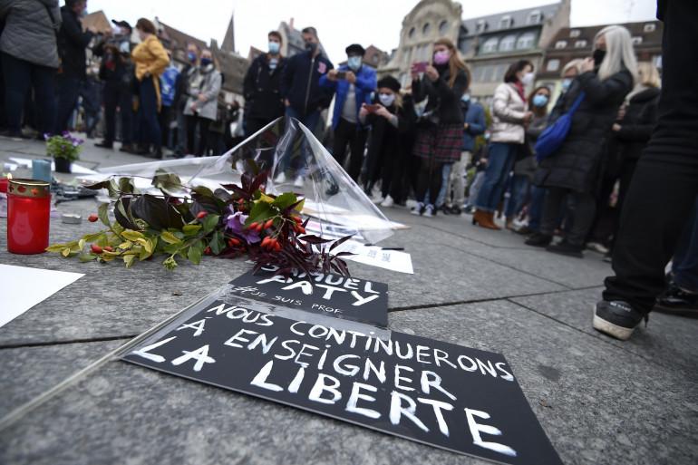 Les rassemblements se sont déroulés à travers toute la France pour rendre hommage à Samuel Paty.