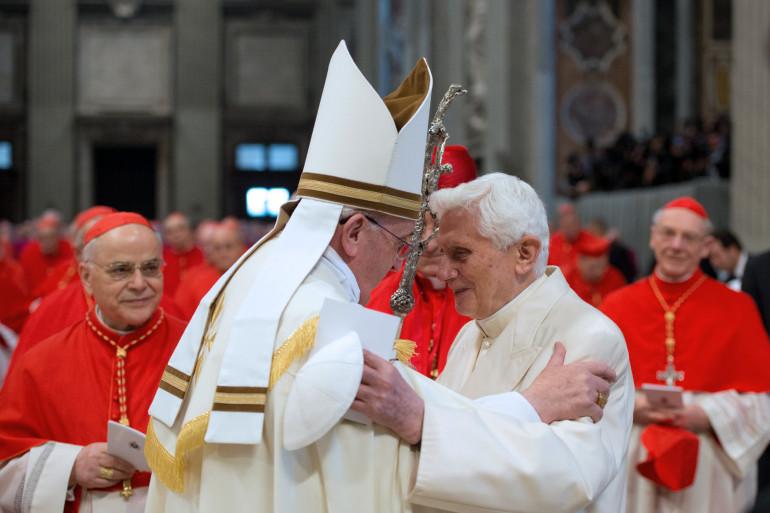 Benpît XVI célébrera la double canonisation au Vatican avec le pape François (archives)
