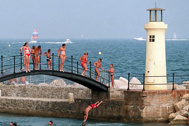 Un pont dans la Méditerranée à Sainte Maxime