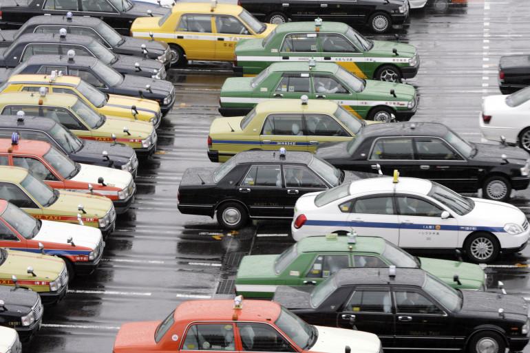 Des taxis patientent à l'aéroport international de Tokyo, le 3 décembre 2007 (image d'illustration)