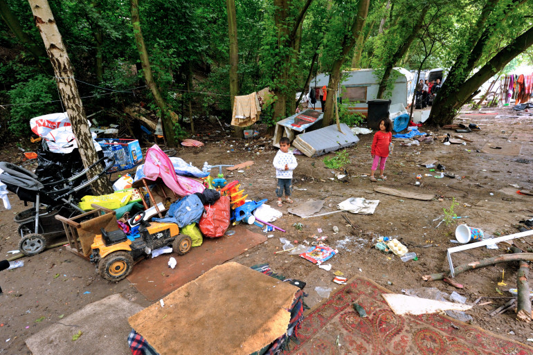 Des enfants dans un campement rom à Villeneuve d'Ascq, le 9 août 2012 (archives)