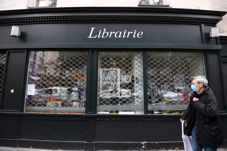 Une librairie fermée pendant le confinement à Paris, le 30 octobre 2020.