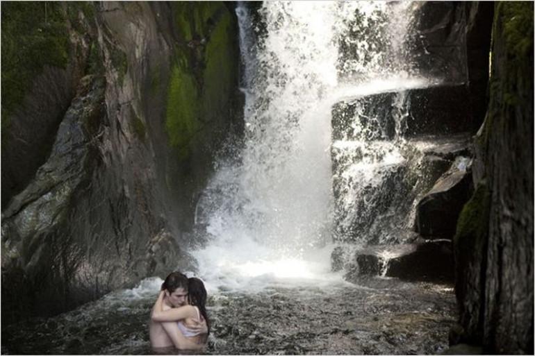 Faites comme Edward et Bella, faites l'amour dans une cascade pour oublier la chaleur