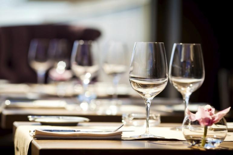 Les touristes désertent les restaurants français.
