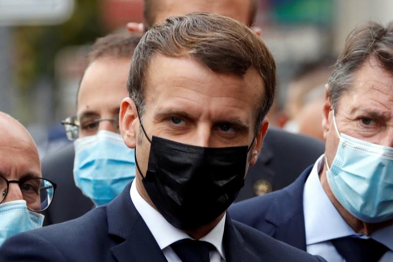 Emmanuel Macron, avec Christian Estrosi, maire de Nice, le 29 octobre 2020, sur les lieux de l'attentat de la basilique Notre-Dame de l'Assomption