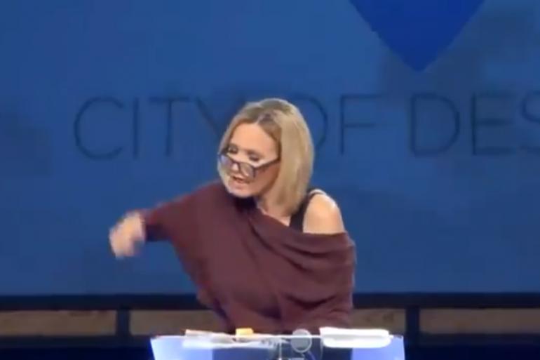 Paula White, lors de sa prêche de victoire pour Trump