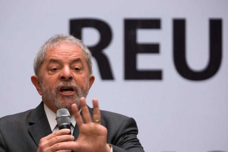 L'ancien président brésilien Lula da Silva est directement visé dans l'enquête sur le scandale de corruption de l'entreprise étatique Petrobras.