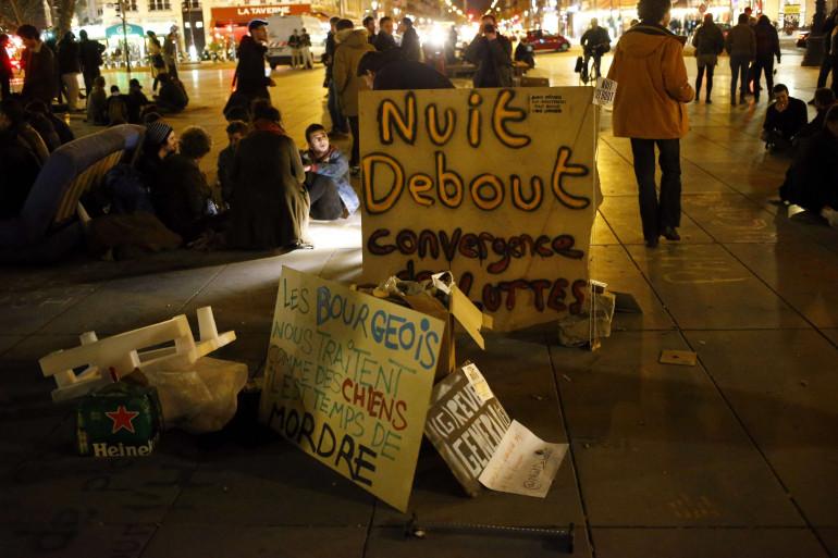 Des militants du mouvement #NuitDebout le 4 avril 2016.