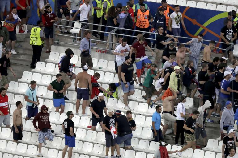 Des scène de violence ont éclaté au Vélodrome à Marseille lors du match opposant l'Angleterre à la Russie, samedi 11 juin.