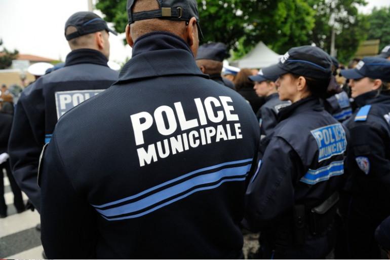Des agents de police municipale lors d'un hommage à Aurélie Fouquet le 20 mai 2012 à Villiers-sur-Marne.
