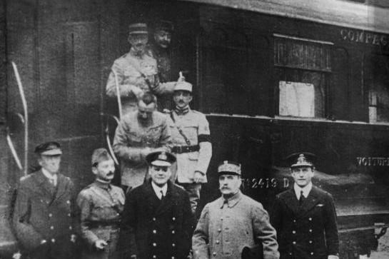 La seule photo qui existe de l'Armistice du 11 novembre 1918 avec le Maréchal Foch.