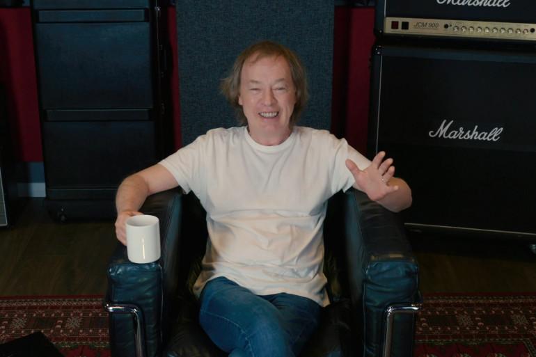 Angus Young, légendaire guitariste et cofondateur du groupe AC/DC