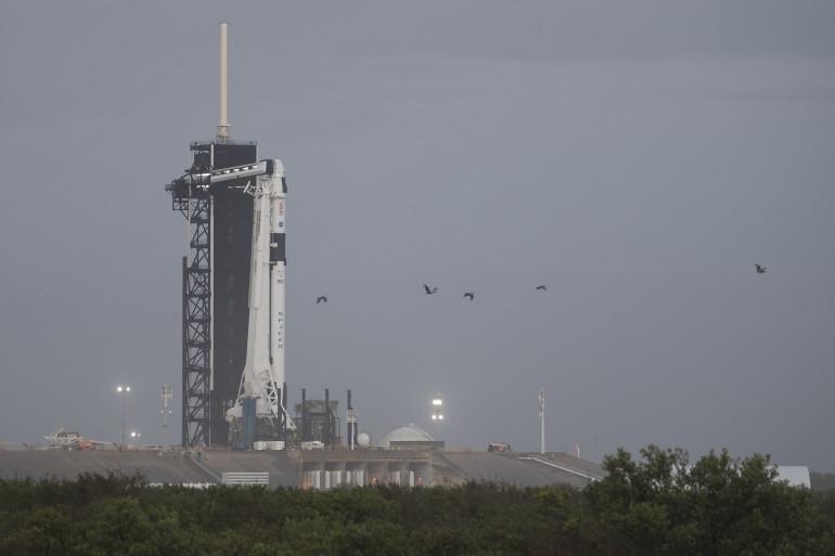 Le lanceur Falcon 9 de SpaceX à l'aube de sa première mission habitée commerciale pour le compte de la Nasa