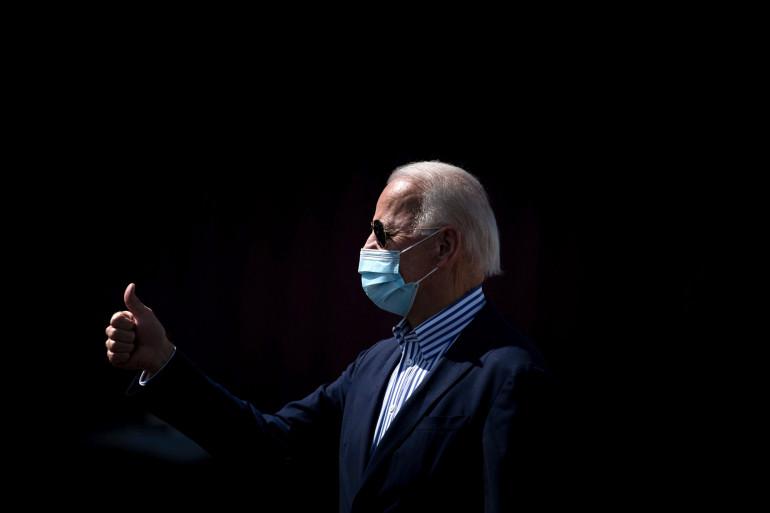 Joe Biden à l'aéroport de Phoenix-Sky Harbor (Arizona), le 8 octobre 2020.