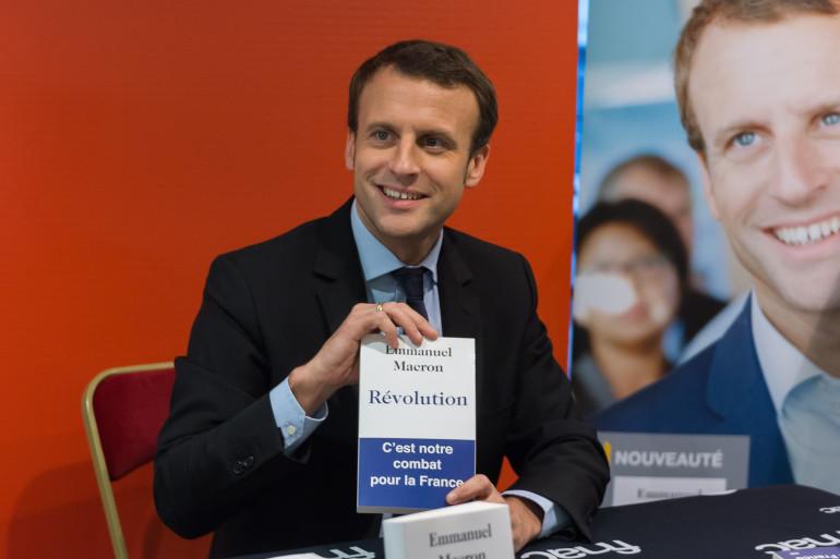 """Emmanuel Macron à la présentation de son livre """"Révolution"""" à Paris le 24 novembre 2016."""