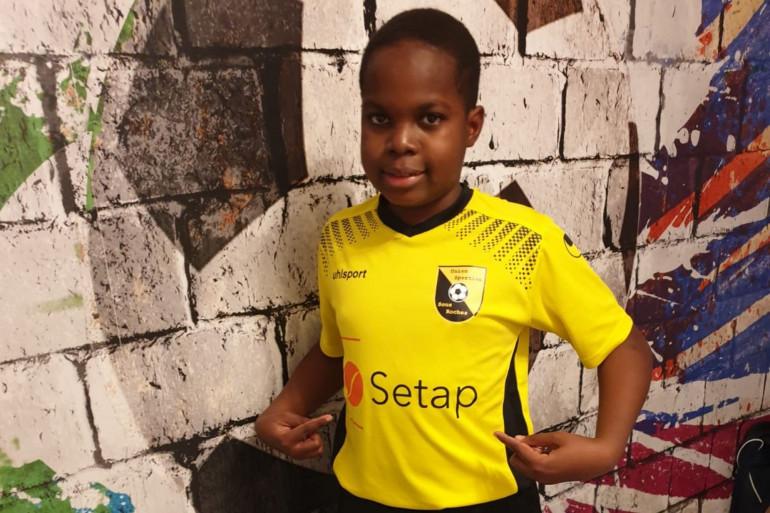 Chamsoudine a déjà reçu son maillot et attend avec impatience de pouvoir reprendre le chemin de l'entraînement.