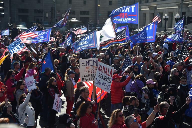 Des milliers de manifestants pro-Trump défilent dans les rues de Washington.