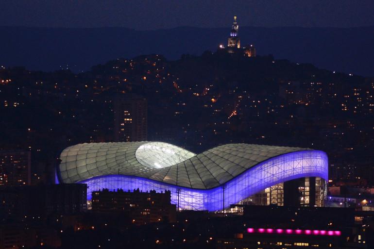 Le stade Vélodrome et Notre-Dame-de-la-Garde à Marseille en novembre 2014