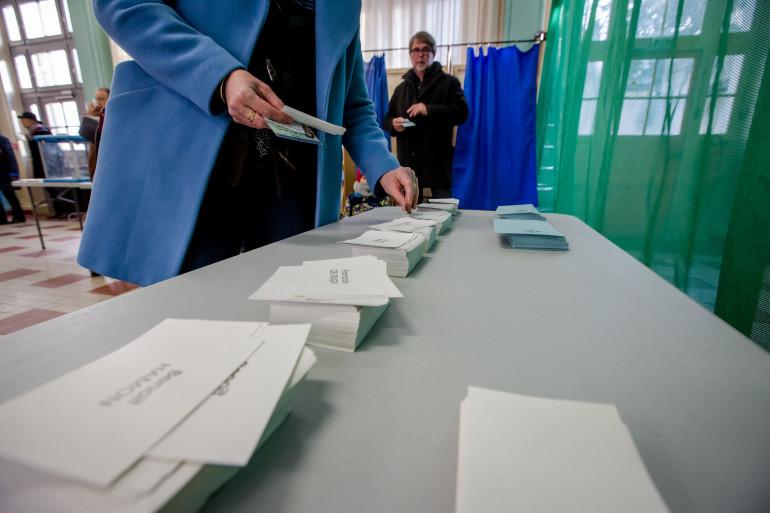 Un bureau de vote à Lyon lors du 1er tour de la primaire de la gauche le 22 janvier 2017.
