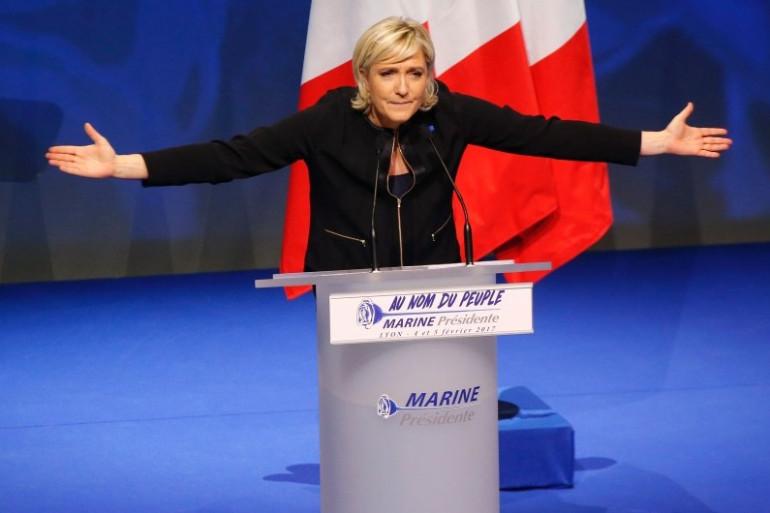 Marine Le Pen est face à un défi : soit élargir sa base électorale, soit se trouver des alliés